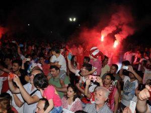 Antalyaspor'da Taraftarlarla Şampiyonluk Kutlaması