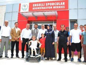 Engelli Milli Yüzücü Ferzan'nın Artık Yüzü Gülüyor