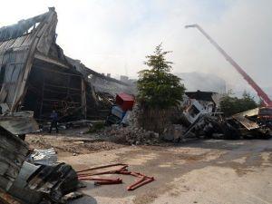 Fabrika Yangınına 34 Araç Ve 101 Personelle Müdahale Edildi