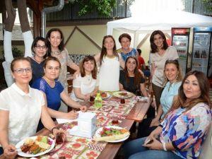 Kadın Hekimlerden Öğrencilere Destek Çayı