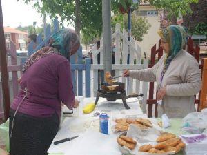 Efelerli Kadınlar Kermesle Ev Ekonomise Destek Sağlıyor