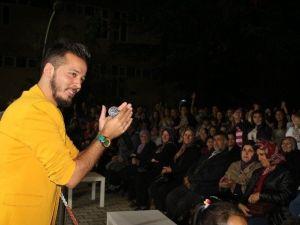 Demirci'de Gençler Gökhan Ay Konseriyle Coştu