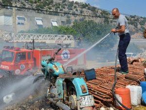 Antalya'da Sera Atıklarının Yakılması Yangına Sebep Oldu