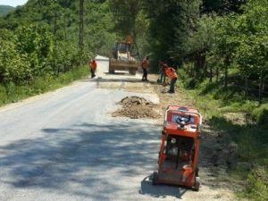 Köy Yollarında Yama Çalışması Başladı