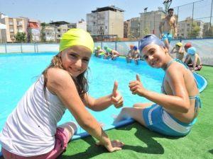 Buca'da 7 Bin 500 Çocuğa Yüzme Kursu