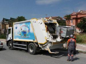 Büyükçekmece'de Çöp Konteynerleri Dezenfekte Ediliyor