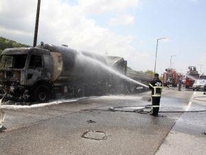 Tır, LPG Yüklü Tankere Çarptı: 1 Ölü