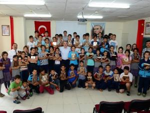 Başkan Gürlesin'den Öğrencilere Kur'an-ı Kerim Hediyesi