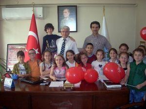 Minik Öğrencilerden Mehmetçik Vakfı'na Bağış