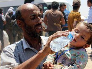 Bombardımandan Kaçan Suriyeliler Sınıra Dayandı