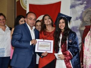 Üzülmez'e Pirelli Anadolu Lisesi'nden Plaket