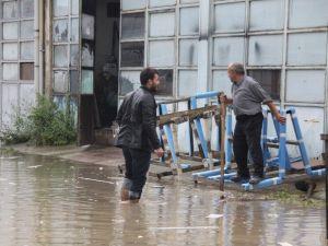 Şiddetli Yağış İnegöl'ü Göle Çevirdi