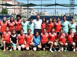 Futbolcu Kızlara Başkan Uysal'dan Moral Ziyareti