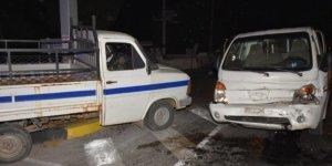 Aydın'da iki kamyonet çarpıştı: 2 yaralı