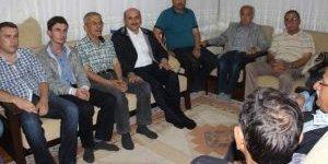 AK Partililer Kapı Kapı Dolaşıp 7 Haziran'ın Önemini Anlatıyor