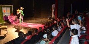Kuşadası Belediyesi Çocukları Tiyatroyla Buluşturdu