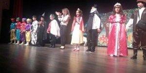 Aydın'da Öğrenciler İlk Kez İngilizce Tiyatro Sahneledi