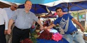 Başkan Özakcan Cuma Pazarı'ndan Alışveriş Yaptı